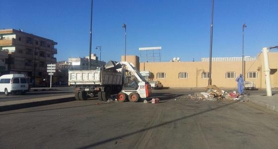 بالصور.. أمانة نجران تستجيب لشكوى مواطن عن النظافة بسوق خضار بالمنطقة