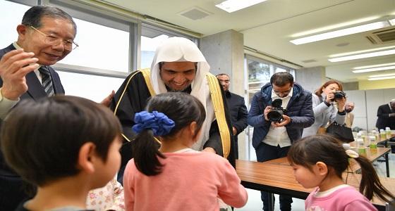 بالصور.. الأمين العام لرابطة العالم الإسلامي يشارك اليابانيين ذكرى التسونامي