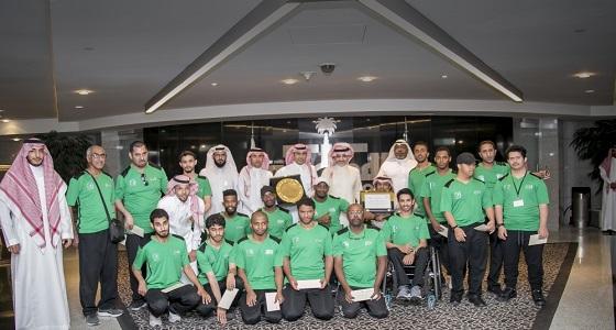 الوليد بن طلال يكافئ نادي الرياض بـ 300 ألف ريال وحافلة