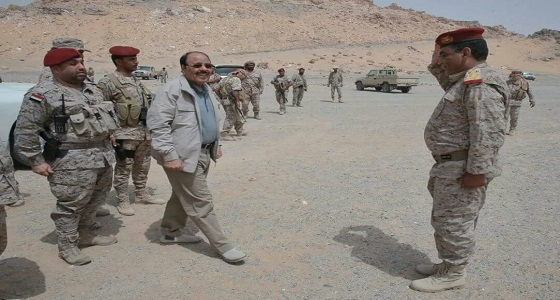 نائب الرئيس اليمني يطّلع على جهود التدريب والإعداد في معسكر استقبال المنضمين للجيش