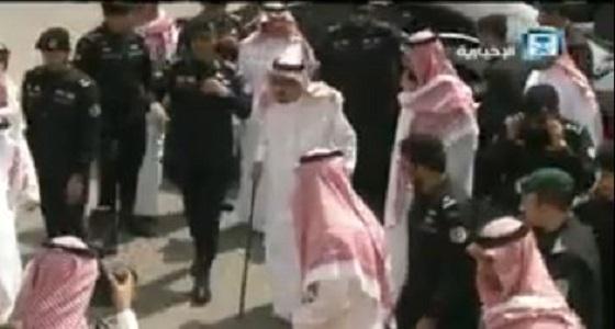 """بالفيديو.. خادم الحرمين وقادة الدول العربية يصلون إلى مقر مناورات """" درع الخليج """""""
