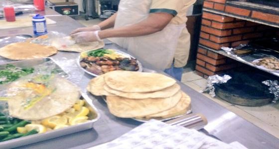 بالصور.. ضبط مخالفات صحية في مطعم بنجران