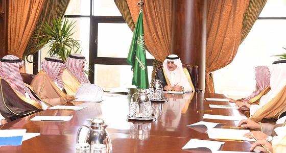 أمير تبوك يترأس اجتماع جمعية الملك عبدالعزيز الخيرية