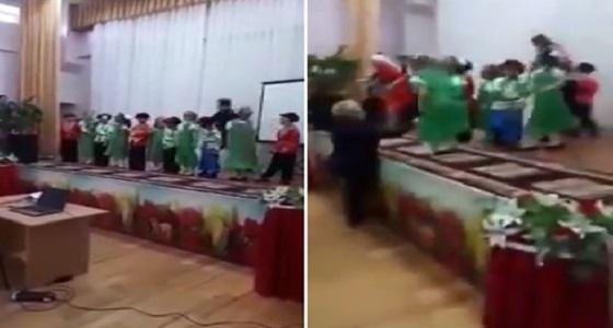 بالفيديو.. لحظة وفاة معلمة على المسرح خلال حفل موسيقي