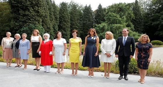 بالصورة..زوج رئيس وزراء لوكسمبورغ الشاذ بين زوجات قادة الناتو