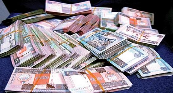 مصري يهرب بـ 4 آلاف دينار كويتي أودعت في حسابه بالخطأ