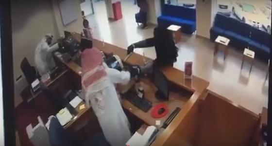 بالفيديو.. الكشف عن ملابسات السطو المسلح على بنك الخليج