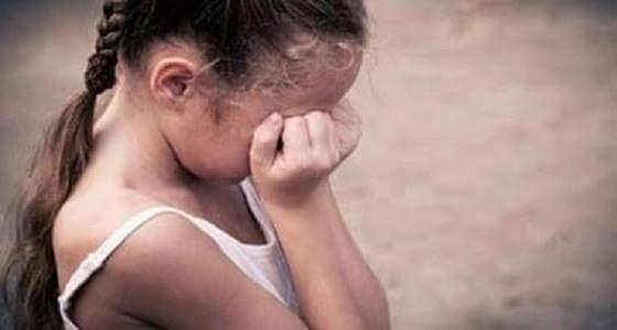 امرأة تعذب ابنة زوجها حتى الموت خوفا من كشف خيانتها مع عشيقها