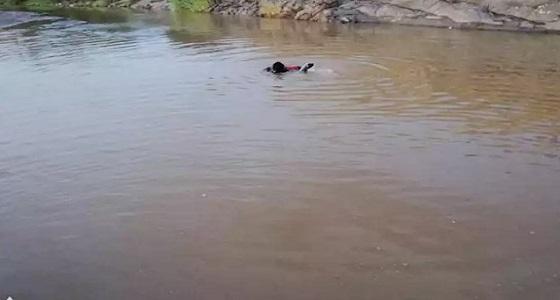 مصرع طفل في مستنقع مائي بجائزة أضم