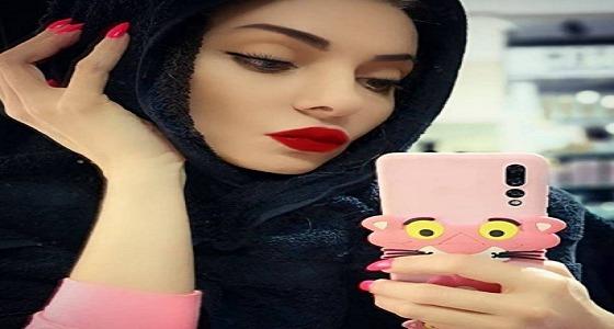 عارضة أزياء توضح حقيقة ارتدائها للحجاب: هاي منشفة يا بهايم