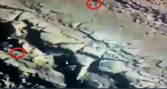 بالفيديو.. طيران التحالف يستهدف غرفة عمليات للحوثيين بصاروخين