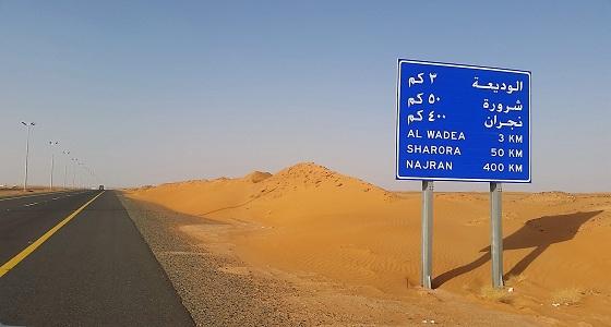 أمن الطرق يحذر مستخدمي طرق نجران من الغبار الكثيف