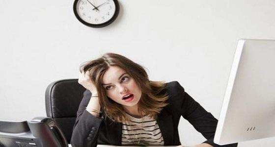 ساعات العمل الطويلة تعرض المرأة للاكتئاب