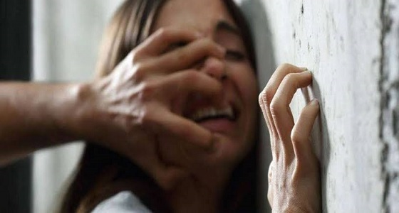 بعد تجريدها من ملابسها..معلم دين يغتصب طالبة أثناء إعطائها درس خصوصي