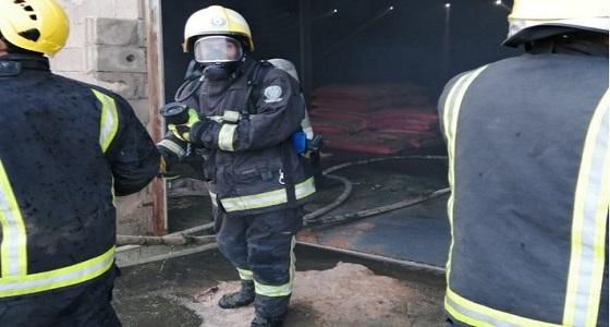 بالصور.. اندلاع حريق في هنقر أعلاف بالنقيع