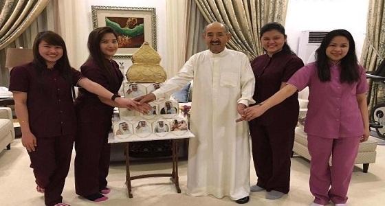 بالصور.. عاملات في قصر أمير الكويت يحتفلن بميلاده
