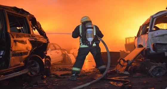 الدفاع المدني يباشر السيطرة على حريق في سيارات تالفة بجدة