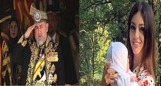 بعد طلاقهما.. ملك ماليزيا السابق يشكك في نسب ابنه من ملكة جمال روسيا