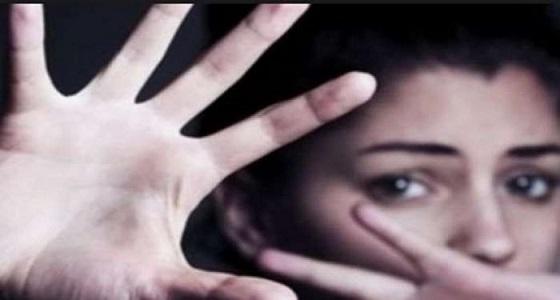 """"""" طعنته 13 مرة وهو عاري """" .. تفاصيل قتل طفلة لسائق حاول اغتصابها"""