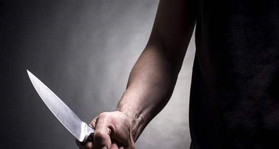 طعنة سكين غادرة كادت تنهي حياة طالب في دبي والسبب خلاف على فتاة