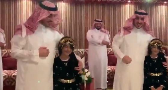 بالفيديو.. أمير الجوف يلبي رغبة طفلة طلبت مقابلته