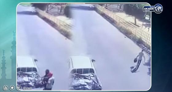 بالفيديو.. سقوط عصابة سرقة الشنط بالطائف
