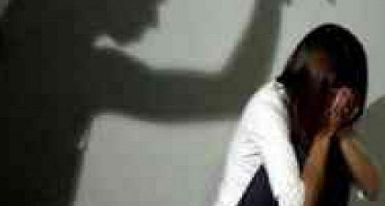 شاب يغتصب فتاة في شقة مهجورة ويوثق الواقعة