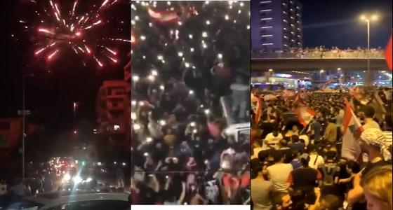 « دي جي وألعاب نارية » .. ليلة جنونية للمتظاهرين وسط بيروت (فيديو)