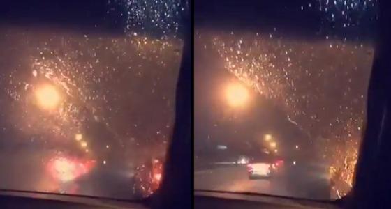 شاهد.. أمطار جدة تلطف الأجواء بعد الغبار b311ea4d-fe3f-4299-9025-ceece06a1312.jpg?fit=560,300&ssl=1