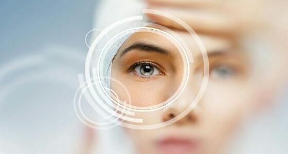 أبرزهم العدسات اللاصقة.. عادات يومية تؤثر على صحة العين