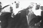 صورة تاريخيةللملك سعود والملك فيصل خلال تفقدهما مشروع بناء المسجد النبوي