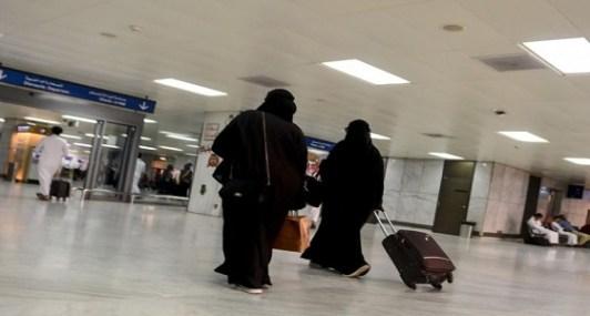 للمطلقة حق السفر مع أبنائها للخارج ولا يحق للأب الاعتراض