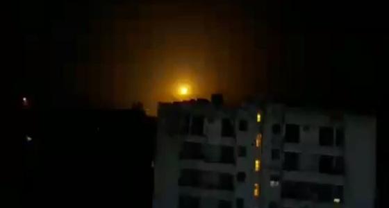 بالفيديو.. غارات إسرائيلية تضرب مخازن أسلحة في سوريا
