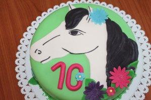 konikova torta, karamelová torta, marcipánová torta, MMF poťah