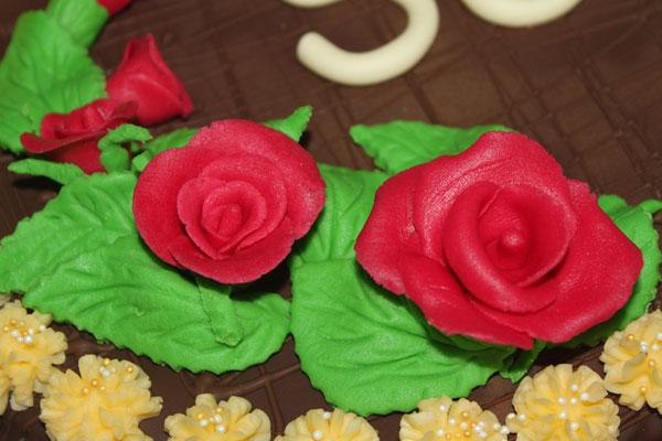 falošný marcipán, marcipánová torta, hmota zo sušeného mlieka, modelovacia hmota