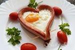 Raňajkové srdiečko - párky s vajíčkom