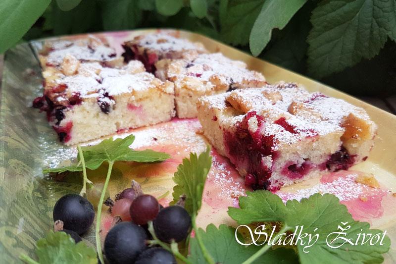Rýchly ovocný koláč s bobuľovým ovocím