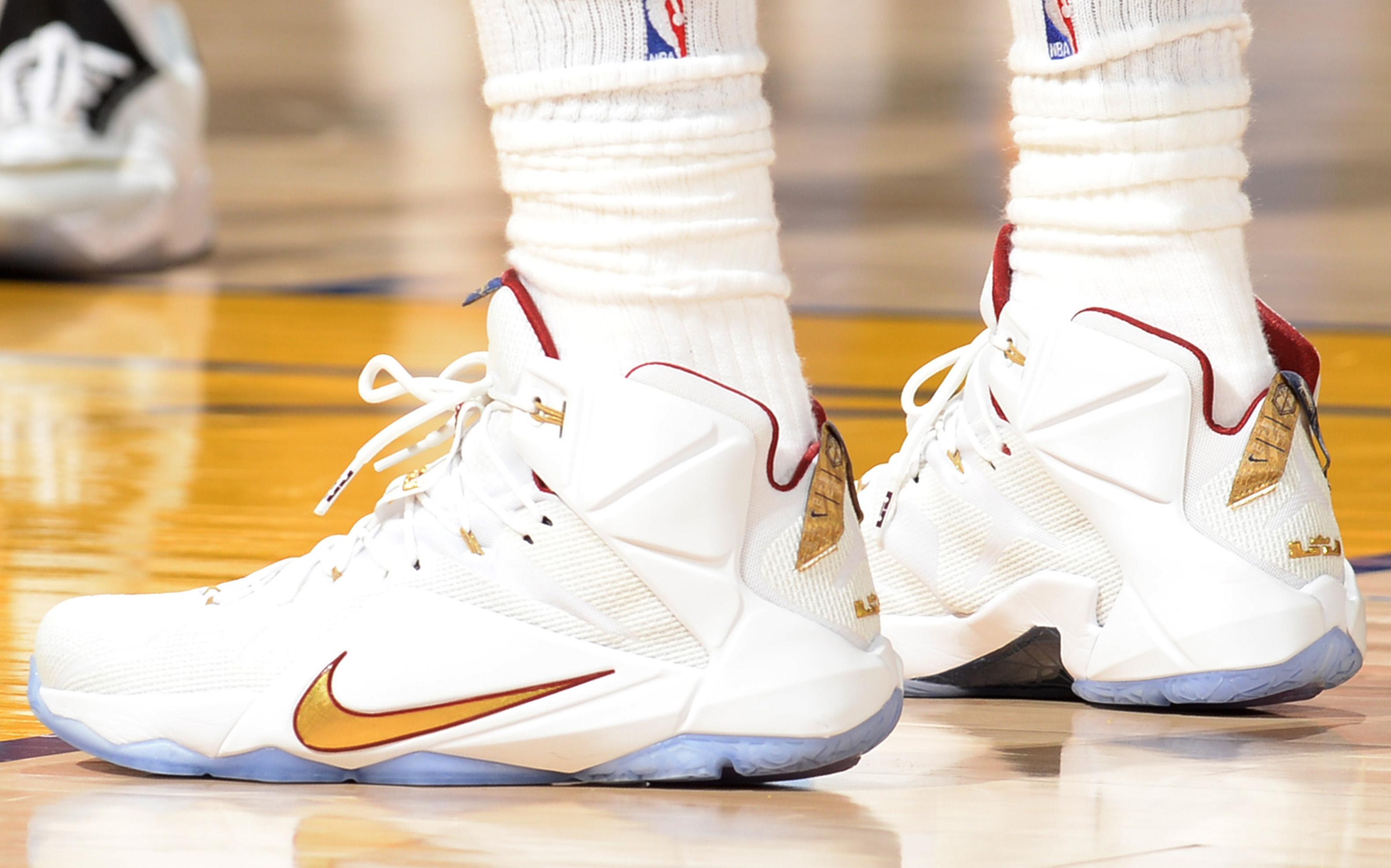 lebron james 2 shoes