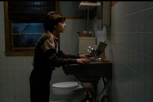 stranger-things-bathroom-1024x683