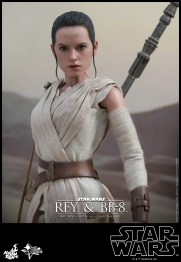 Hot Toys - Star Wars - The Force Awakens - Rey & BB-8 Collectible Set_PR12