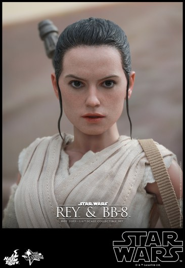 Hot Toys - Star Wars - The Force Awakens - Rey & BB-8 Collectible Set_PR14