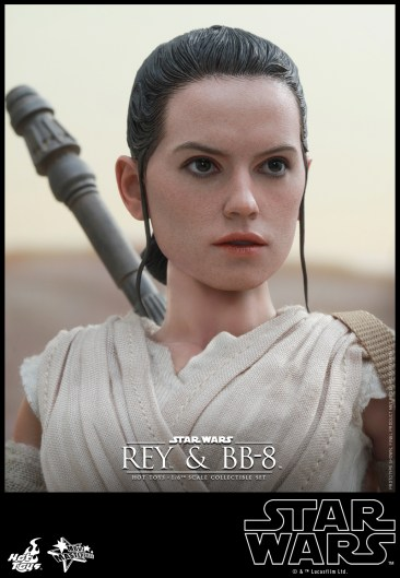 Hot Toys - Star Wars - The Force Awakens - Rey & BB-8 Collectible Set_PR15