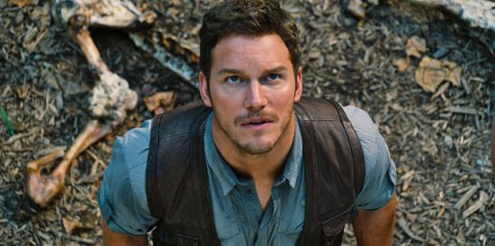 Jurassic World Chris Pratt up