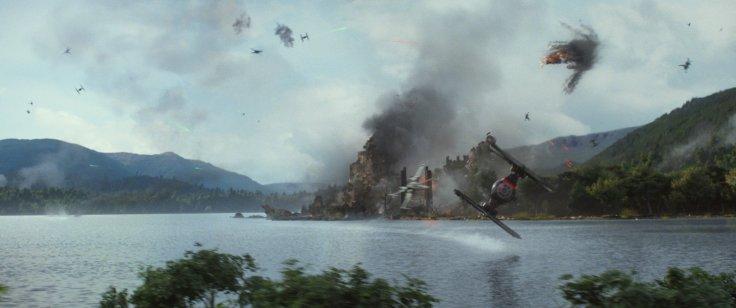Star Wars The Force Awakens maz kanata battle