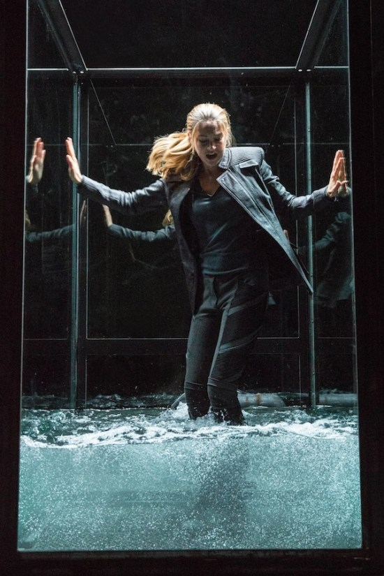 Shailene Woodley Is Trapped In A Glass Case Of Terror in Divergent