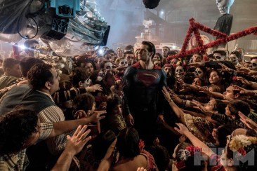 batmanvsuperman-superman-crowd-imaxcamera