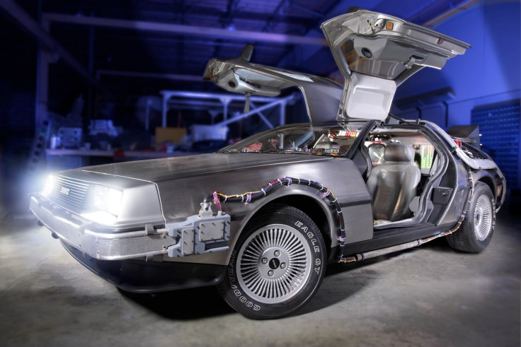 bttf-delorean-petersen2