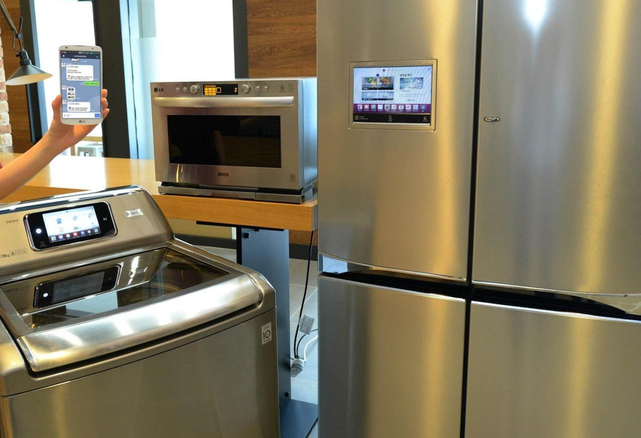 lg kitchen appliances black and white tile homechat talkative go live slashgear