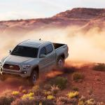 2018 Chevrolet Colorado Vs 2018 Toyota Tacoma Vs 2018 Honda Ridgeline Pickup Wars Slashgear