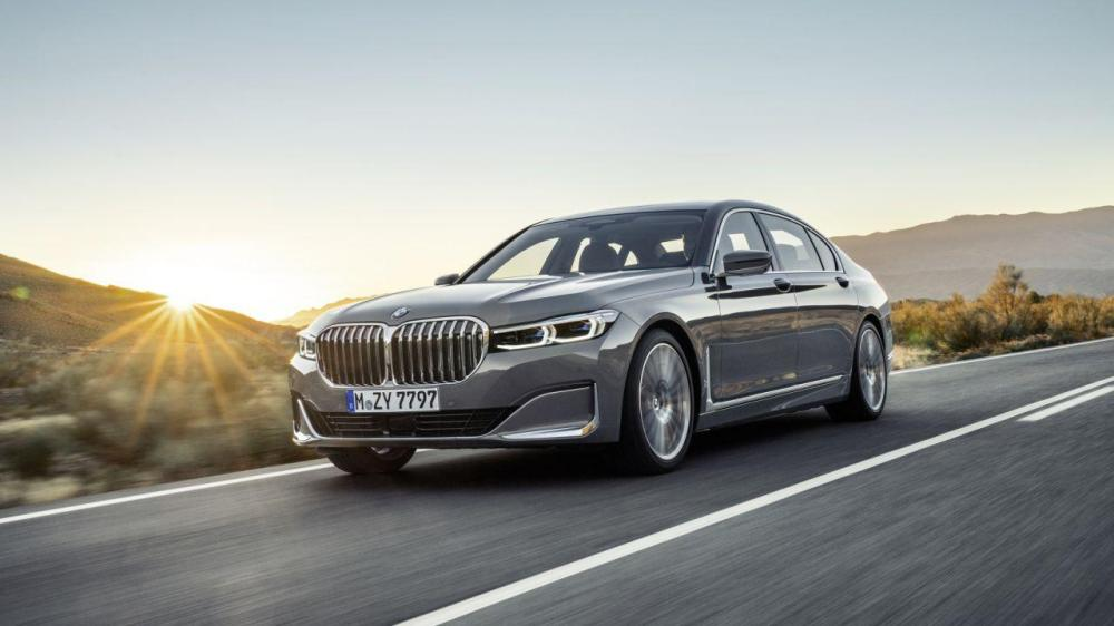 medium resolution of 2020 bmw 7 series gets a huge grille tech and hybrid update
